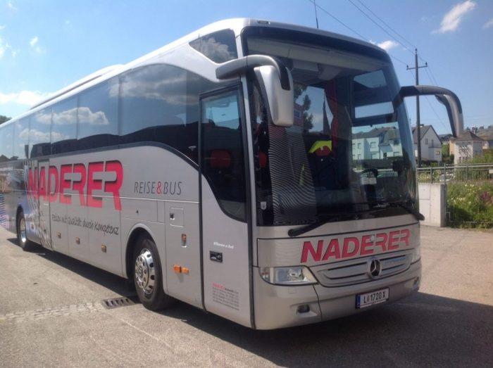 Mercedes Tourismo: 55 Sitzer – EURO 6 Motor außen